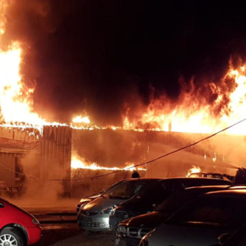 Brand in Autohaus
